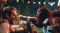 Dois funcionários de bufê devem parar o ataque das criaturas assassinas em uma festa