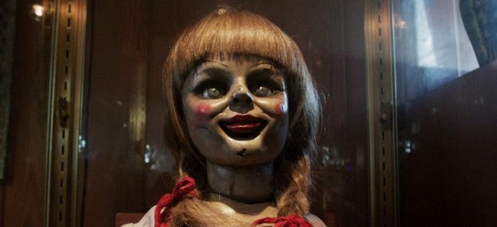 A boneca Annabelle começa a escolher suas vítimas