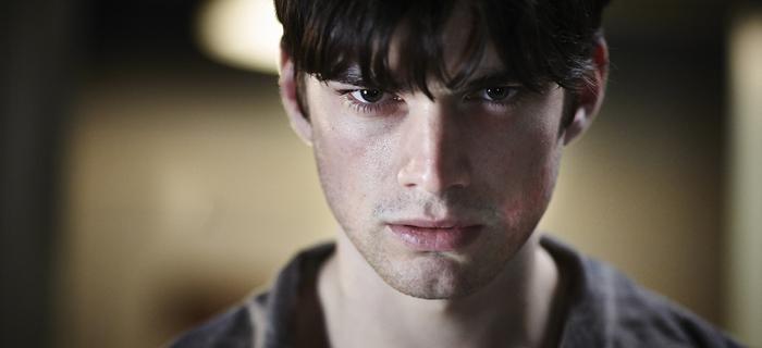 Jackson Gallagher vive Patrick no remake com lançamento em 14 de março