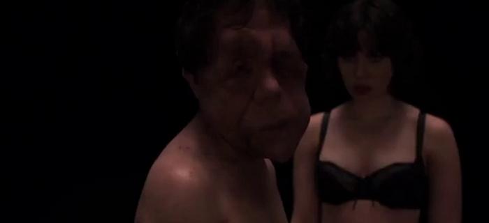 Sob a Pele (2013)