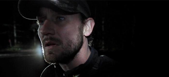 Stewart escreve, dirige e estrela a produção.