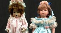 Famílias de Orange County encontraram bonecas parecidas com as meninas que moram nas casas onde os brinquedos foram deixados.