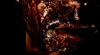 Após testemunhar um assassinato, diretor decadente chantageia assassino para que ele se torne seu próximo projeto cinematográfico.