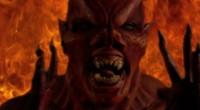 Participantes de reality show devem passar o Dia das Bruxas com boneco que abriga um demônio.
