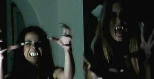 É uma tremenda injustiça que Vampiros Assassinos não esteja na listagem do bottom 100 do IMDB!