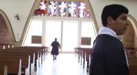 Jovem padre sente o peso da responsabilidade de assumir a paróquia de sua cidade e descobre o preço de suas escolhas