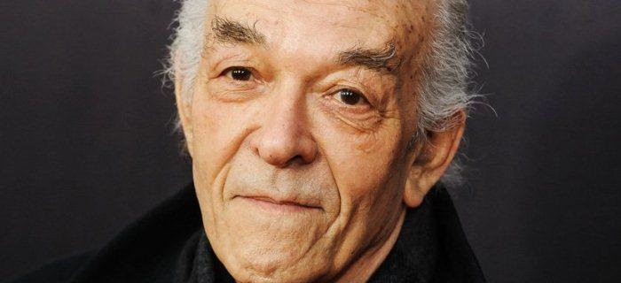 Ator é mais conhecido por ter vivido o vilão Tio Salamanca em Breaking Bad