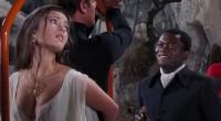 O oitavo filme é o primeiro com Roger Moore como Bond e o único da franquia com elementos de terror, tendo vilões que mexem com magia negra!