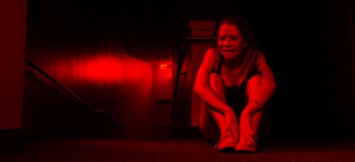 A atriz Cassidy Gifford é atormentada no trailer