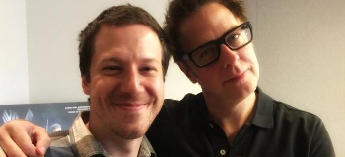 Gunn (dir.) junto com John Gallagher Jr., um dos protagonistas do longa