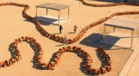 Último longa da trilogia de Tom Six é ambientado em uma prisão, onde detentos são usados para fazer uma centopeia de 500 pessoas