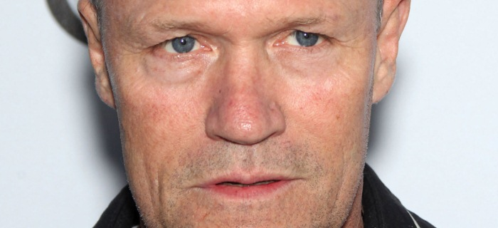 Rooker interpreta Bud Melks