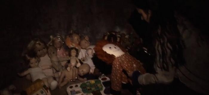 O que diabos a boneca Annabelle faz aqui?