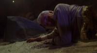 É apenas mais um filme comum sobre múmia, que tem como única vantagem a honra de ter Christopher Lee no elenco!
