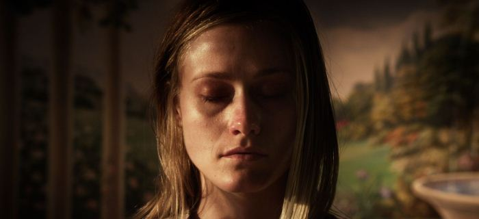 Olivia Taylor Dudley vive Angela Holmes