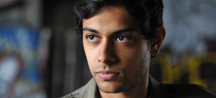 Sinha interpreta Harry Whitmark