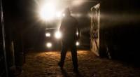 O serial killer Mick Taylor volta a aterrorizar o deserto australiano, mas ua garota busca vingança