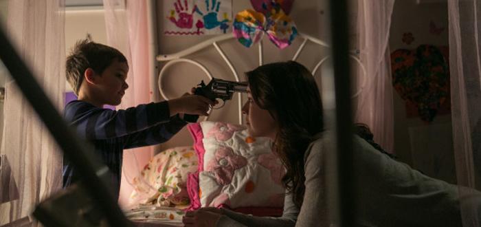 Uma babá perversa no trailer e pôster de Emelie