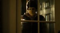 Disponível na Netflix, longa acompanha uma deficiente auditiva cuja casa é invadida por um mascarado