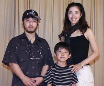 "Takashi Shimizu posa com seus ""fantasmas"""