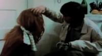 Gritos, sangue e um assassino que é uma cria entre Norman Bates e Buster Bluth te esperam neste clássico exploitation!