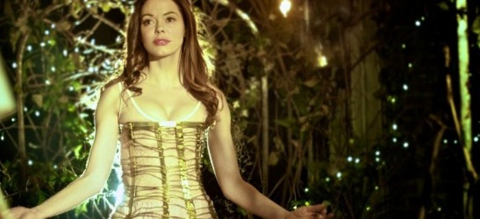 Rose McGowan interpreta uma personagem que pode ou não ser real