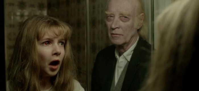 Janet vê o fantasma na minissérie The Enfield Haunting