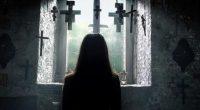 Diretor se une aos roteiristas Chad e Carey Hayes para contar a história de um padre acusado de matar uma freira durante um exorcismo