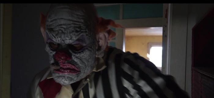 Grupo de amigos liberta um espírito maligno no famigerado Clown Motel