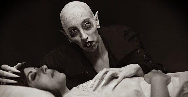 O fotógrafo Rick Jones recrutou uma modelo para mostrar sua visão do clássico personagem do cinema mudo