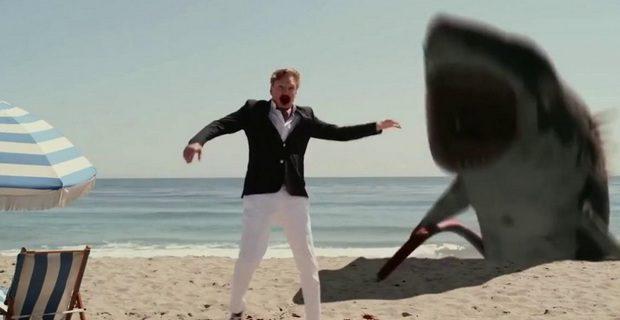 Mesmo com os efeitos ruins, uma baboseira como Sharktopus Vs Pteracuda consegue divertir em sua proposta insana!