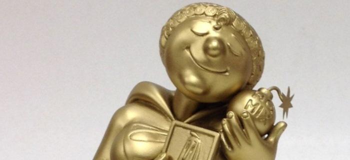O artista plástico Olintho Tahara esculpiu a personagem Super-Mãe, de Ziraldo