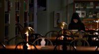 Doug Jones interpreta a entidade sobrenatural que persegue jovens que o invocam acidentalmente