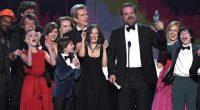 Atores receberam o prêmio de Melhor Elenco em Série de Drama com direito a caras e bocas de Winona Ryder