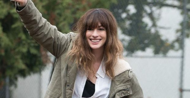 Protagonizado por Anne Hathaway, filme de Nacho Vigalondo chega aos cinemas em abril