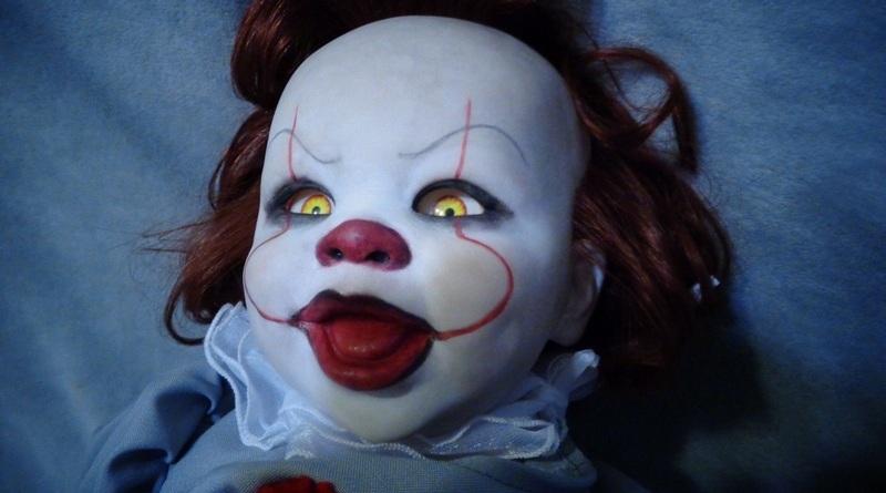 Boneca assustadora inspirada em Pennywise