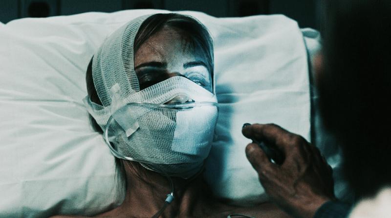 Laura Vandervoort aparece desfigurada em imagem de Enraivecida na Fúria do Sexo